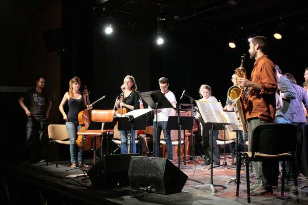 Applaudissements chaleureux du publics pour ces musiciennes, musiciens du Big Band du Conservatoire Jacques Thibaud, section MMA. Festival JAZZ360, Cénac. 03/06/2011