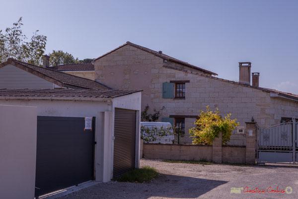 Arrière du Domaine Raffy. Avenue des vignerons, Cénac, Gironde. 16/10/2017