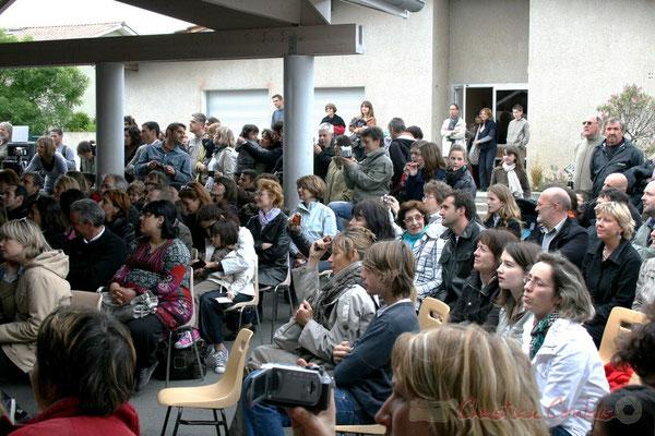 """""""Salle comble"""" Chorale jazz des écoles de la CDC des Portes de l'Entre-Deux-Mers. Festival JAZZ360 2010, Cénac. 12/05/2010"""