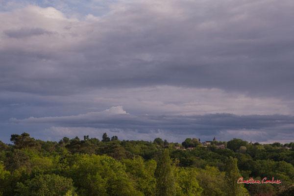 Ciels et nuages, dimanche 19 avril 2020, 19h35, Haut-Brignon, Cénac. Photographie : Christian Coulais / 70mm