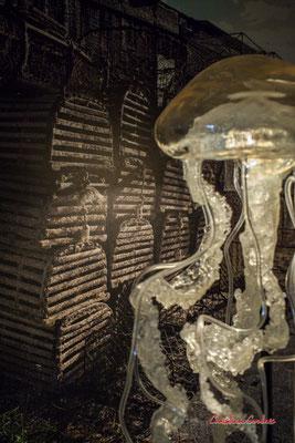 """Casiers ostréicoles, photographie de Catherine Mouret & """"Méduse"""", création de Sébastien Rideau, le Ras d'eau, le Verdon-sur-mer. Samedi 3 juillet 2021. Photographie © Christian Coulais"""