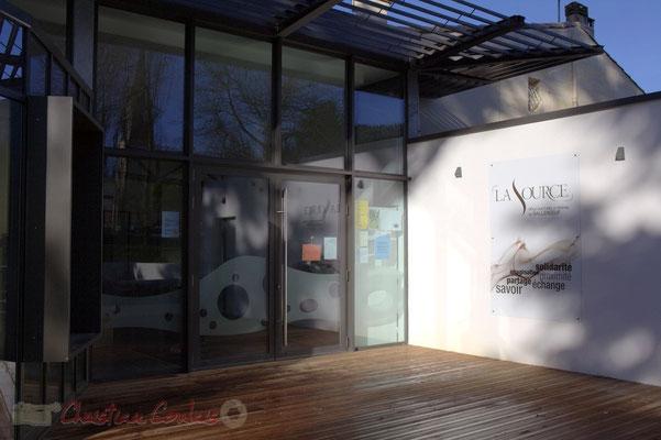 Entrée principale de La Source, pôle culturel et social de Sallebœuf