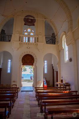 """Chapelle de la Villa Algérienne """"Sainte-Marie-du-Cap"""", Village de l'Herbe, presqu'île du Cap Ferret, Gironde. Intérieur jour."""