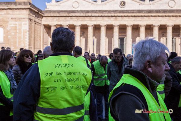 """""""Macron stop aux argumentations, les français n'ont plus de pognon"""" Manifestation nationale des gilets jaunes. Place de la République, Bordeaux. Samedi 17 novembre 2018"""