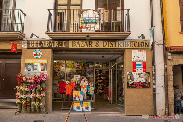 Bazar et distribution. Calle Mayor, Sangüesa, Navarra