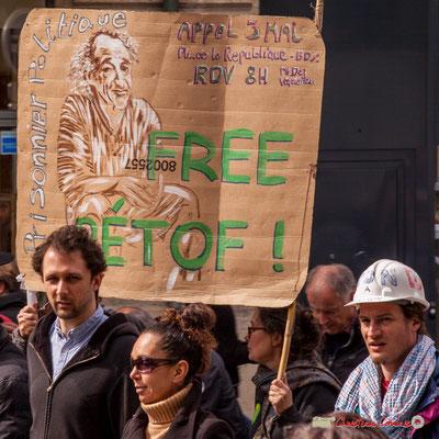 """11h02 """"Free Pétof (Eric Pétetin), prisonnier politique, appel du 3 mai"""" Place Gambetta, Bordeaux. 01/05/2018"""
