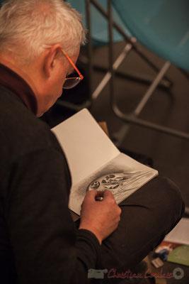 Eric Lefeuvre, artiste-peintre, peaufine son premier dessin. Le Rocher de Palmer, 12/12/2015. Reproduction interdite - Tous droits réservés © Christian Coulais