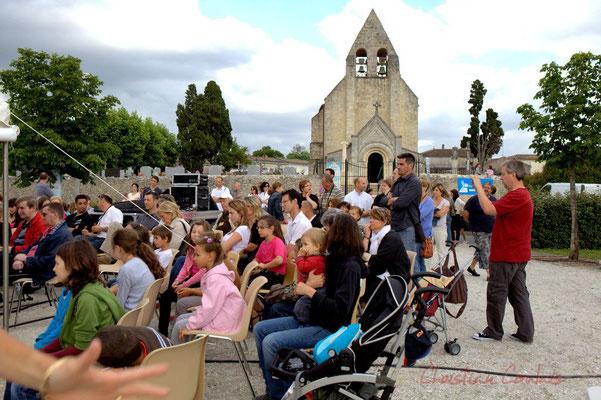 Festival JAZZ360 2012, public à l'écoute du Big Band Jazz du Collège Eléonore de Provence. Cénac, 08/06/2012
