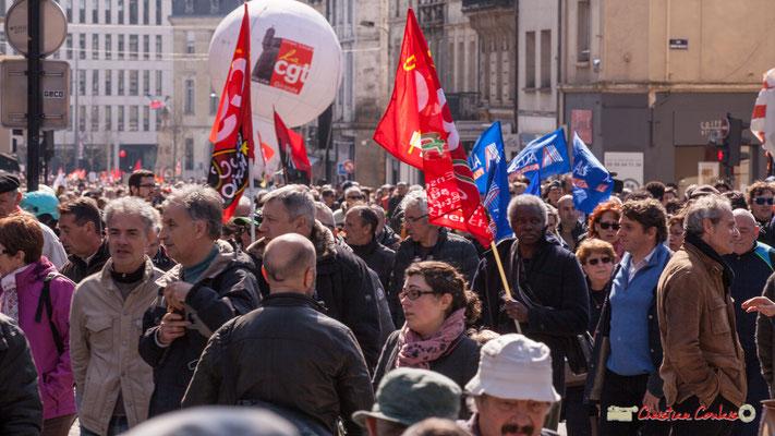 14h27 Manifestation intersyndicale de la Fonction publique/cheminots/retraités/étudiants, place Gambetta, Bordeaux. 22/03/2018