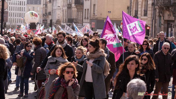 14h58 SUD Santé Sociaux. Manifestation intersyndicale de la Fonction publique/cheminots/retraités/étudiants, place Gambetta, Bordeaux. 22/03/2018