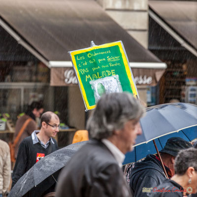 """""""Les ordonnances c'est fait pour soigner pas pour rendre malade"""" Manifestation contre la réforme du code du travail. Place Gambetta, Bordeaux, 12/09/2017"""