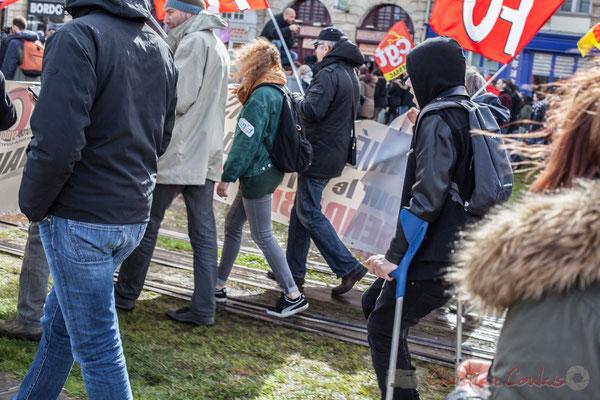 """15h19, coup de chapeau aux nombreuses """"personnes à mobilité réduite"""" présentes au sein de cette manifestation contre l'avant-projet de loi Travail"""