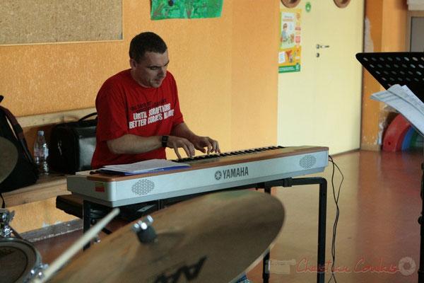 Répétition de Roger Biwandu Quintet. Festival JAZZ360 2011, Les coulisses du Festival à Cénac. 03/06/2011