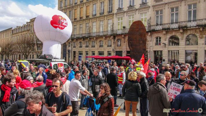 """Manifestation contre le projet de loi Travail """"El Khomri"""", place de la Comédie, Bordeaux. 09/04/2017"""