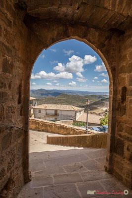 Porte fortifiée du Sanctuaire-Forteresse de Santa María de Ujué, Navarre / Puerta fortificada del Santuario-Fortaleza de Santa María de Ujué, Navarra