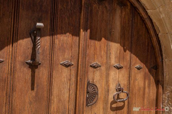 Heurtoir de la porte d'entrée de maison d'habitation, Ujué, Navarre / Golpeador de la puerta de entrada de la casa de la vivienda, Ujué, Navarra
