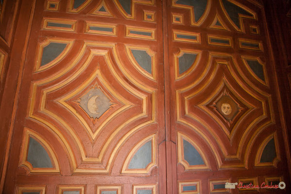 Seconde porte d'entrée, en bois peint, au sud du Sanctuaire-Forteresse de Santa María de Ujué, Navarre /  Segunda puerta, madera pintada, al sur del Santuario-Fortaleza de Santa María de Ujué, Navarra