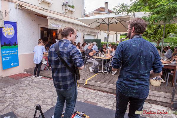 Robin & The Woods Duo joue au restaurant Les Acacias. Festival JAZZ360 2018, Cénac. 08/06/2018