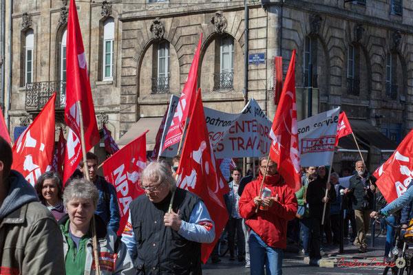 """""""Le rouge NPA"""" Manifestation du 1er mai 2017, avec la France Insoumise, place Gambetta, Bordeaux"""