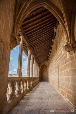 Chemin de ronde du Sanctuaire-Forteresse de Santa María de Ujué, Navarre / Senda redonda del Santuario-Fortaleza de Santa María de Ujué, Navarra