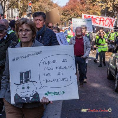 """""""Taxons les gros pollueurs, pas les travailleurs"""" Manifestation nationale des gilets jaunes. Cours d'Albret, Bordeaux. Samedi 17 novembre 2018"""