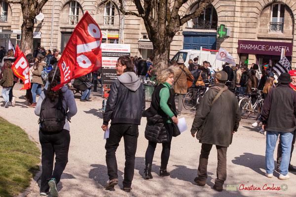15h11 ATTAC %. Manifestation intersyndicale de la Fonction publique/cheminots/retraités/étudiants, place Gambetta, Bordeaux. 22/03/2018