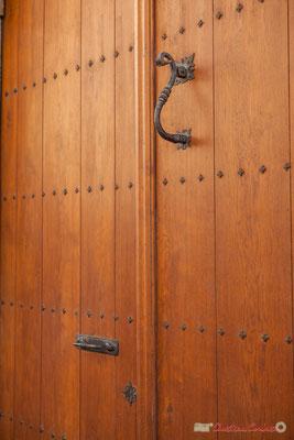 Heurtoir de la maison noble des París Iñiguez Abarca. XVIème siècle, de style renaissance. Photo suivante > Avant toit en bois décoré de modillons de feuillage et brloques pendantes. Sangüesa, Navarra