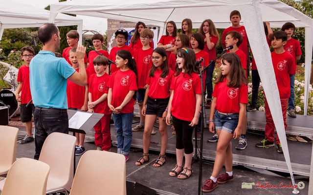 """1 """"A cappella"""" Chorale de l'école du Tourne dirigée par Vincent Nebout. Festival JAZZ360 2018, Cénac. 08/06/2018"""
