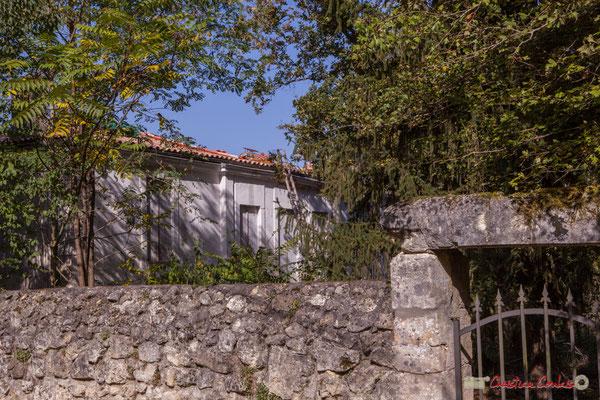 Domaine Donlabade (début XVIIIème siècle), et sa petite porte de service. Avenue du Rauzé, Cénac, Gironde. 16/10/2017