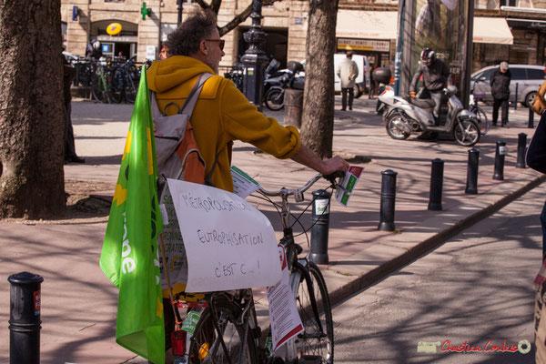 """15h13 Génération écologie les Verts """"Métropolisation Eutrophisation c'est c... ! Manifestation intersyndicale de la Fonction publique/cheminots/retraités/étudiants, place Gambetta, Bordeaux. 22/03/2018"""