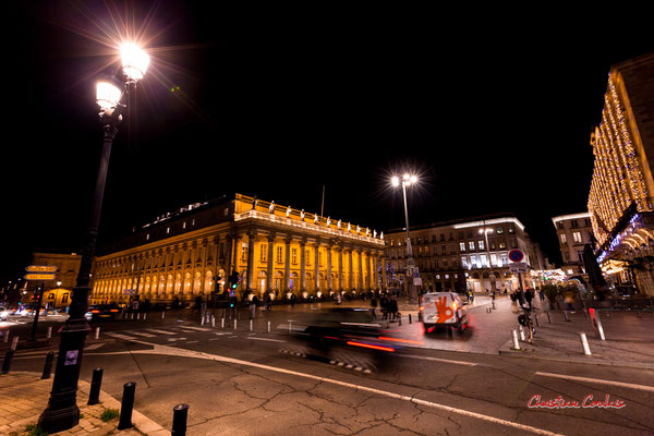 F8; 1/4 de seconde. Place de la Comédie, Grand-théâtre de Bordeaux. Mercredi 16 décembre 2020. Photographie © Christian Coulais
