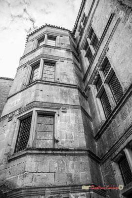 Tour polygonale XVIème siècle. Cité médiévale de Saint-Macaire. 28/09/2019. Photographie © Christian Coulais