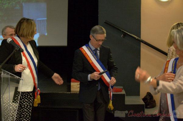 Gérard Pointet devenu Maire honoraire reçoit la médaille de la Commune; Honorariat des anciens Maires de Cénac, vendredi 3 avril 2015
