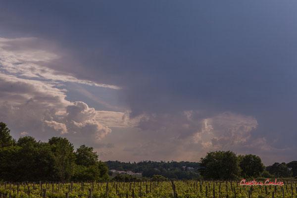 Ciels et nuages, vendredi 24 avril 2020, 18h23, le Garde, Cénac. Photographie : Christian Coulais / 60mm