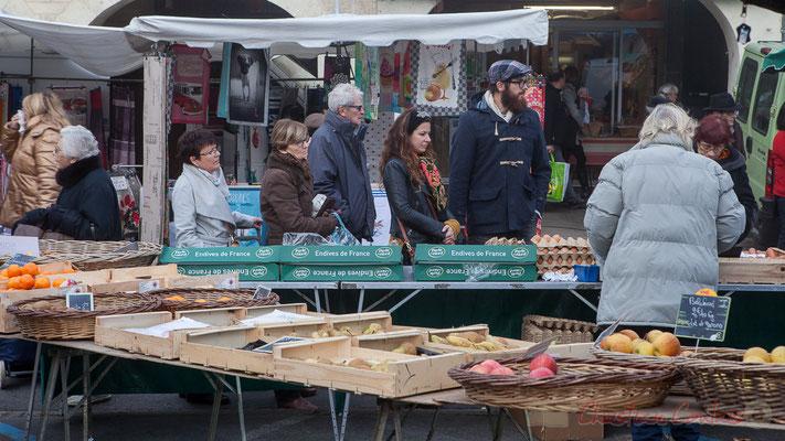 Quant on vend des produits de qualité, il y a toujours la queue ! Marché de Créon, Gironde