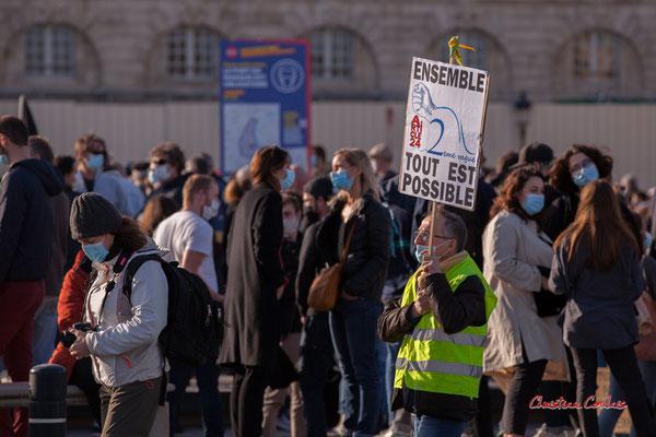 """""""Ensemble tout est possible, deuxième vague"""" Manifestation contre la loi Sécurité globale. Samedi 28 novembre 2020, place de la Bourse, Bordeaux. Photographie © Christian Coulais"""