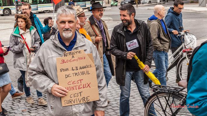 """""""940€/mois c'est honteux"""" Manifestation intersyndicale, Bordeaux, mardi 5 octobre 2021. Photographie © Christian Coulais"""