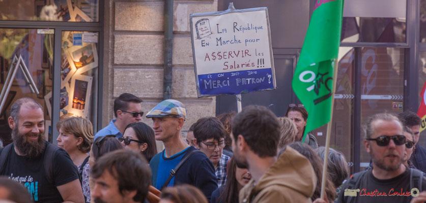 """""""La République En Marche pour ASSERVIR les salariés ! ! ! Et on doit dire merci patron ?"""" Manifestation intersyndicale de la Fonction publique, place Gambetta, Bordeaux. 10/10/2017"""