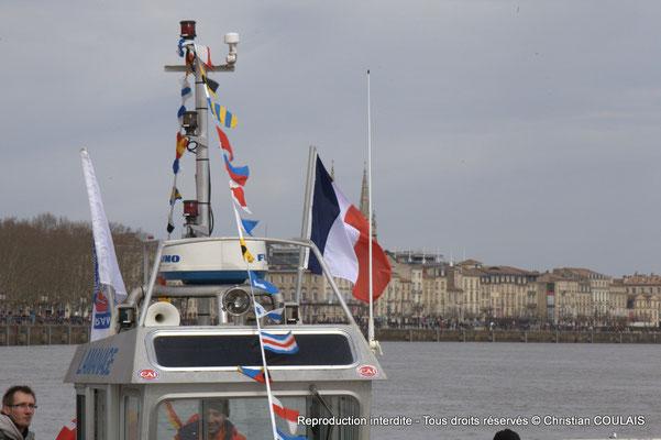 A Fanions & drapeaux.  Depuis la gabare les Deux Frères, Bordeaux, samedi 16 mars 2015
