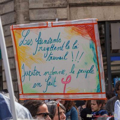 """""""Les fainéants rejettent la loi travail ! ! ! Jupiter ordonne, le peuple fait phi."""" Manifestation contre la réforme du code du travail. Place Gambetta, Bordeaux, 12/09/2017"""