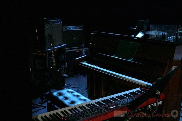 Clavier et piano. Pause du Conservatoire Jacques Thibaud, section MMA. Festival JAZZ360 2011, Les coulisses du Festival à Cénac. 03/06/2011