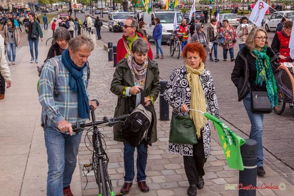 11h41 A droite Monique de Marco, militante Europe Ecologie les Verts. Quai Richelieu, Bordeaux. 01/05/2018