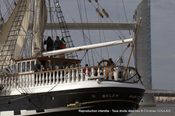 Le Belem et le pont Jacques Chaban-Delmas, jour d'inauguration officielle. Bordeaux, samedi 16 mars 2013