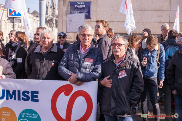 2 Portes-bannière la France insoumise. Manifestation intersyndicale contre les réformes libérales de Macron. Cours d'Albret, Bordeaux, 16/11/2017