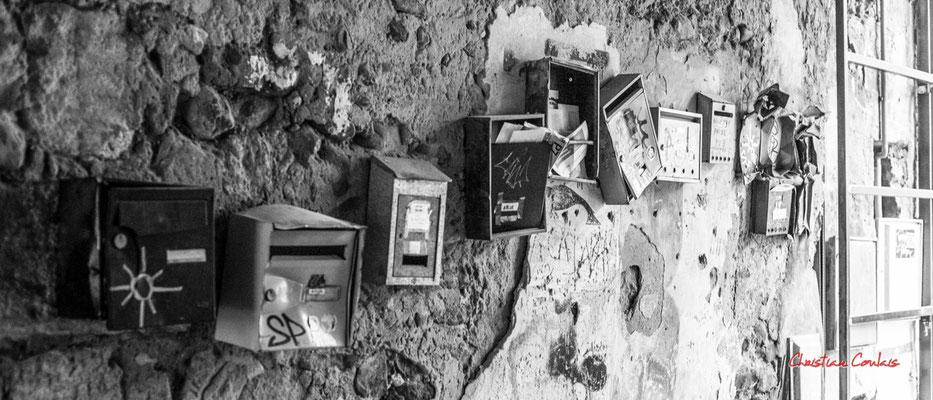 """2/4 """"Boîtes à lettres d'une certaine époque..."""" Quartier Saint-Michel, Bordeaux. Mercredi 24 juin 2020. Photographie © Christian Coulais"""