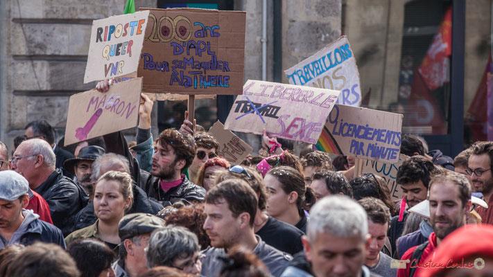 """""""200 ans d'APL pour se maquiller à la truelle"""" Libérer le sexe au lieu du travail"""" Manifestation contre la réforme du code du travail. Place Gambetta, Bordeaux, 12/09/2017"""
