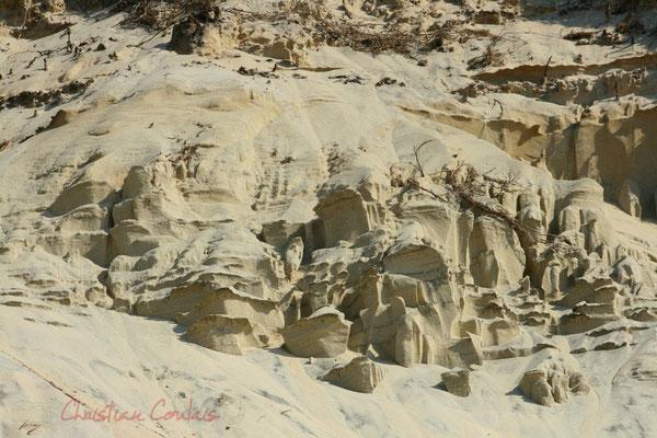Strates de sable. Petit-Nice de Pyla-sur-Mer, route de Biscarrosse, forêt domaniale de La Teste-de-Buch