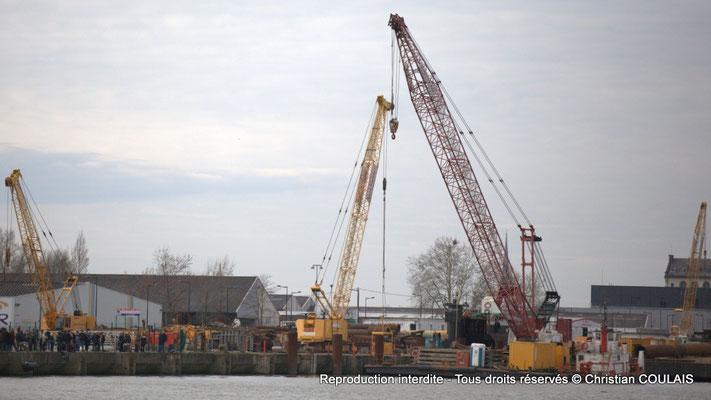 Barge de construction. Bordeaux, samedi 16 mars 2013