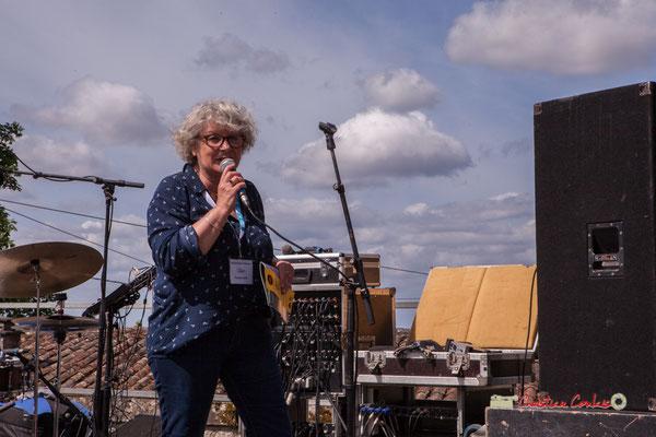 Marie-Line Micheau-Héraud, 1ère adjointe au Maire présente le programme de la matinée à Camblanes-et-Meynac. Festival JAZZ360 2019, samedi 8 juin 2019