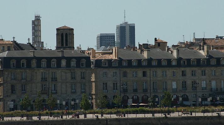 Quai Richelieu, Bâtiment Gaz de Bordeaux, église Saint-Pierre, Mériadeck, Cité administrative. Reproduction interdite - Tous droits réservés © Christian Coulais